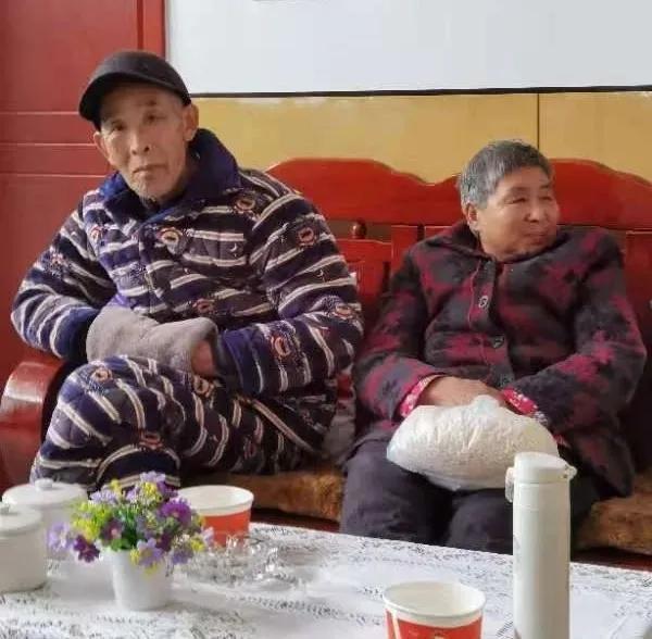 武汉亚心医生雨夜驱车百公里 施救七旬濒死重症老人