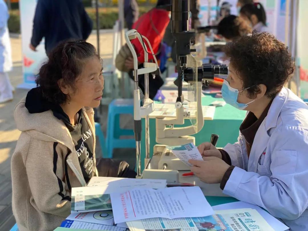 武汉艾格眼科医院开展防盲治盲大型眼病公益普查