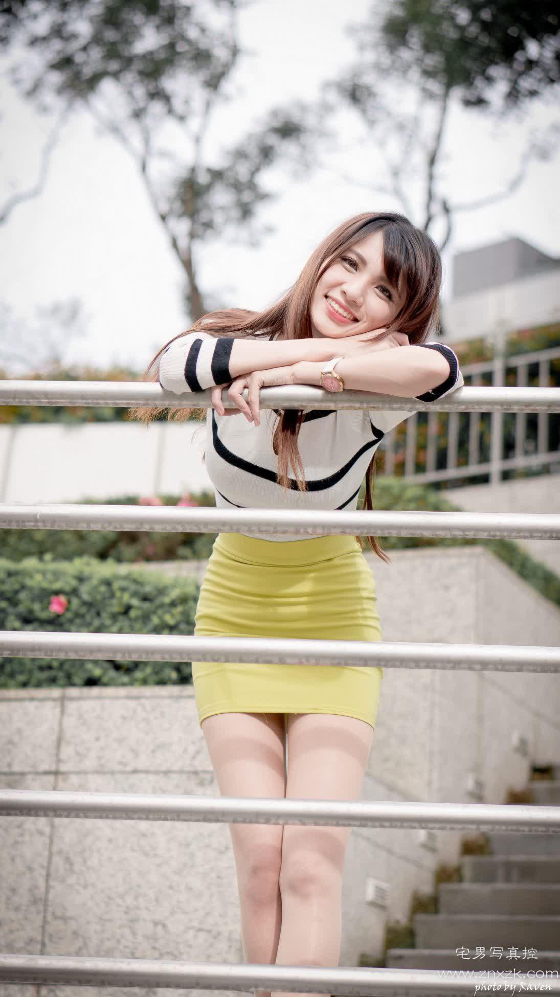 台湾腿模丝袜美腿高跟鞋外拍 蔡譯心 黃短裙絲襪高跟美腿