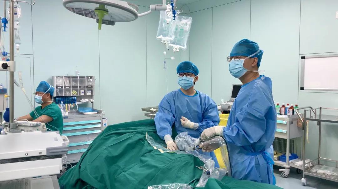 前海人寿广州总医院泌尿外科成功实施巨大鹿角型结石复杂经皮肾镜碎石手术
