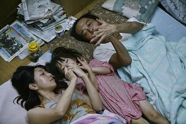 删减5分钟大尺度镜头才上映,《小偷家族》这部电影我却不敢看第二遍!