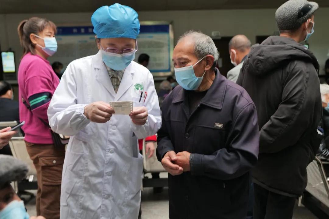岳池县人民医院推行领导服务日制度