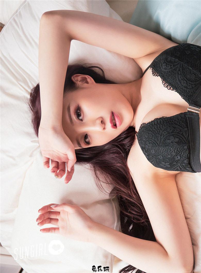 阳光宝贝SUNGIRL黄蔓蔓Irenea 黑色诱惑写真