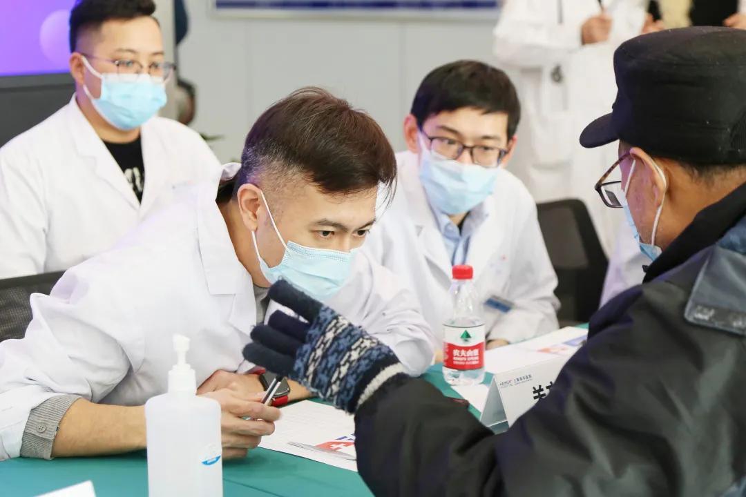 上海海华医院联合沪上知名三甲医院成功举办「糖尿病足的筛查及防治」义诊活动